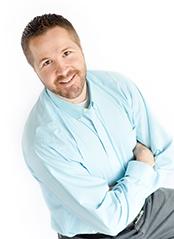 Aaron Anderson是心理治療師,在科羅拉多州的丹佛市擁有一間婚姻家庭諮商所。同時,他也是個作家、演講者以及家庭關係專家。(來源:The Marriage and Family Clinic)