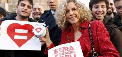 義大利參議員席琳娜率領民眾上街支持同性婚姻。(照片來源:mercatornet.com)