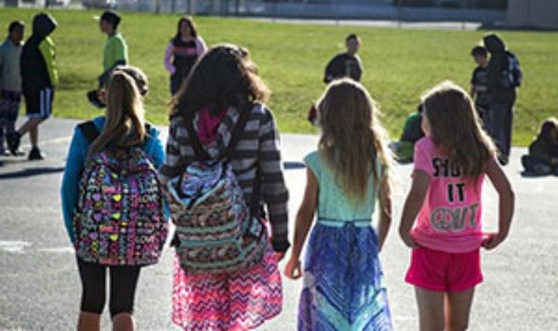 在美國校園裡,不能稱女生為女生,否則就會冒犯跨性別的學生。(照片來源:spokesman.com)